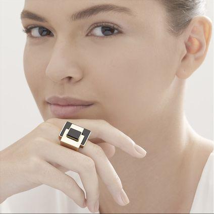 anel-de-ouro-amarelo-18k-com-quartzo-negro-colecao-roberto-burle-marx-A2QB209580
