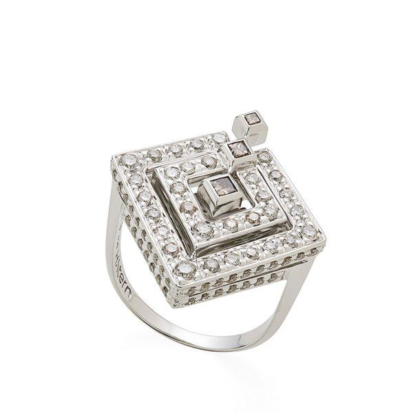 Anel-de-ouro-branco-18K-com-diamantes-cognac---Colecao-Jogo-de-Cartas---A3B202442