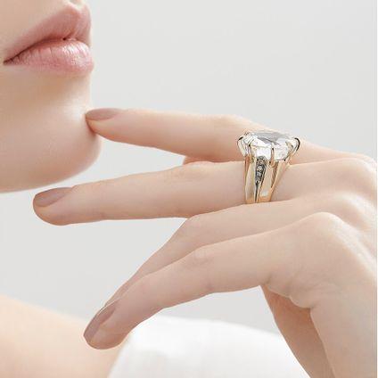 Anel-de-Ouro-Nobre-18K-com-cristal-de-rocha-e-diamantes-cognac---Colecao-Moonlight---LookBook