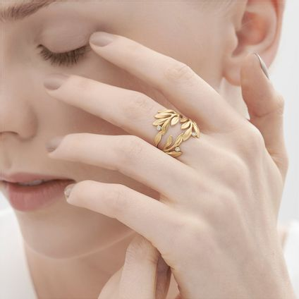 Anel-de-ouro-amarelo-18K-com-diamantes---Colecao-Louros-da-Vitoria---LookBook