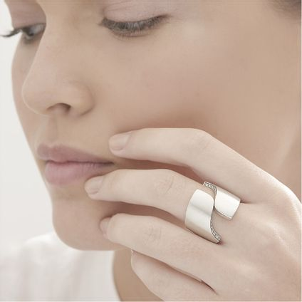 Anel-de-prata-925-com-diamantes---Colecao-Roberto-Burle-Marx---LookBook