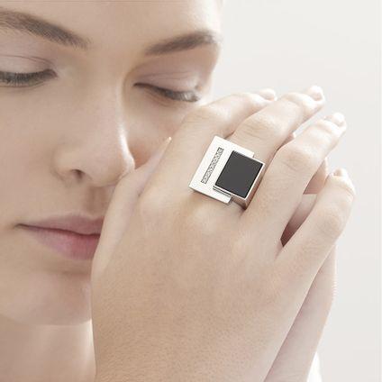 Anel-de-prata-925-com-quartzo-negro-e-diamantes---Colecao-Roberto-Burle-Marx---LookBook
