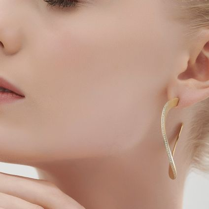 Par-de-brincos-de-ouro-amarelo-18K-com-diamantes---Colecao-Assinatura-HS---LookBook