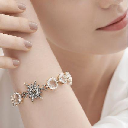 Pulseira-de-ouro-nobre-18K-com-cristais-de-rocha-e-diamantes-cognac---Colecao-Moonlight---LookBook