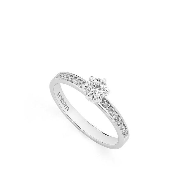 Anel-Solitario-de-ouro-branco-18K-polido-com-diamantes-redondos---Stern-Noble---A3S204798