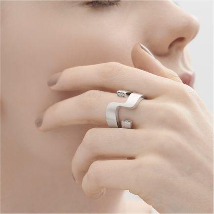 Anel-de-prata-925-com-diamantes---Geometrias-Vazado---Colecao-Roberto-Burle-Marx---A8B214764